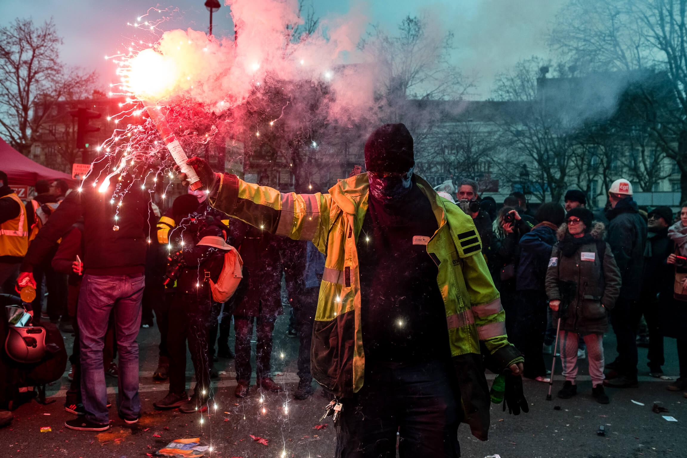 6_Manifestant fumignene