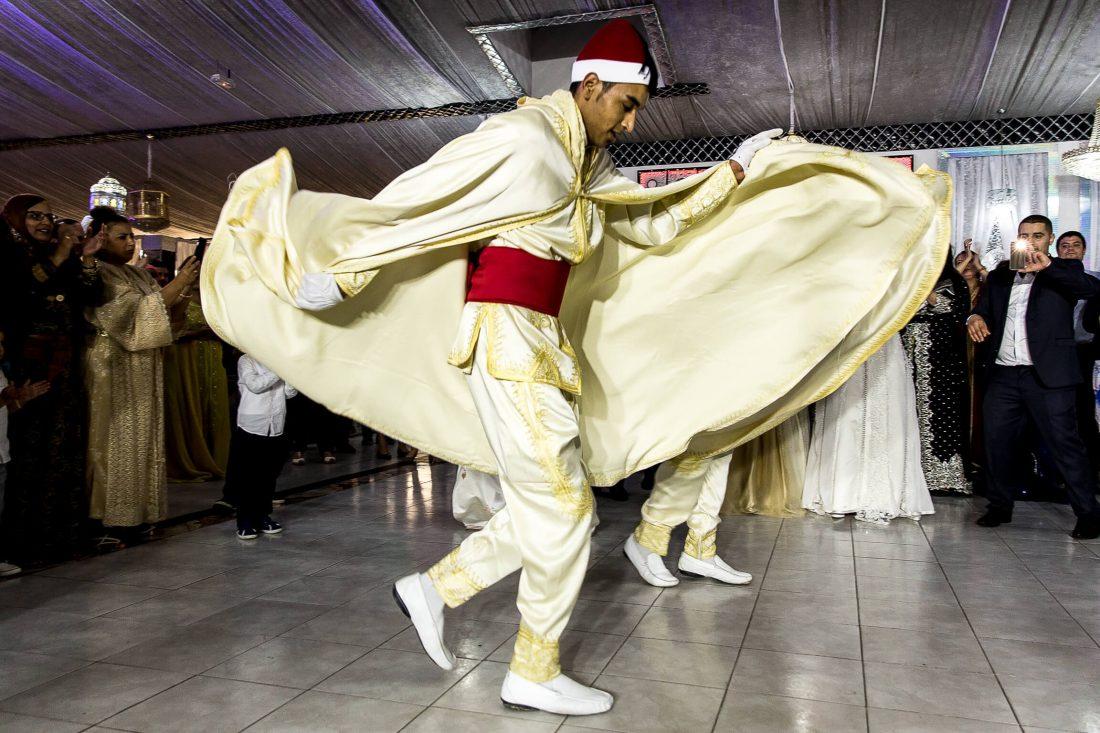danseur au cours de la soiree de ce mariage mixte rebeu