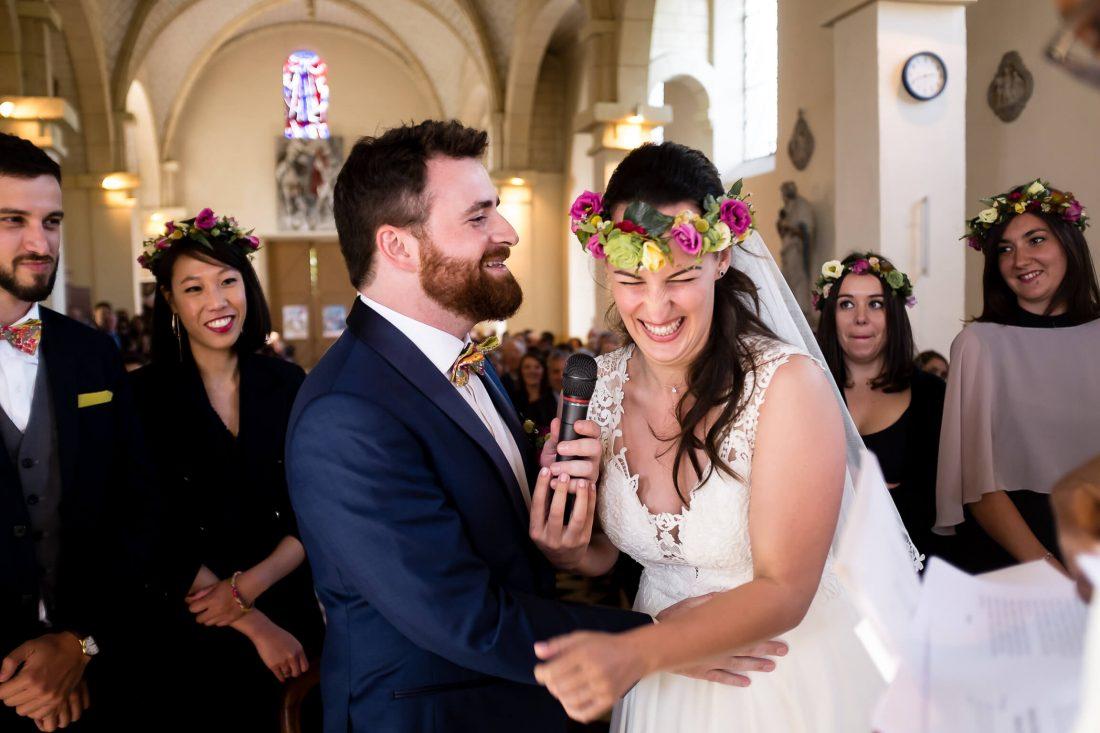 fou rire de la marie pendant la ceremonie religieuse