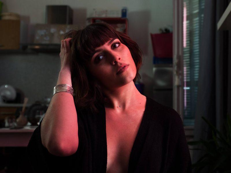 Shooting photo tout en douceur pour cette séance boudoir sexy et pleine de charme avec H. modèle femme à Tours